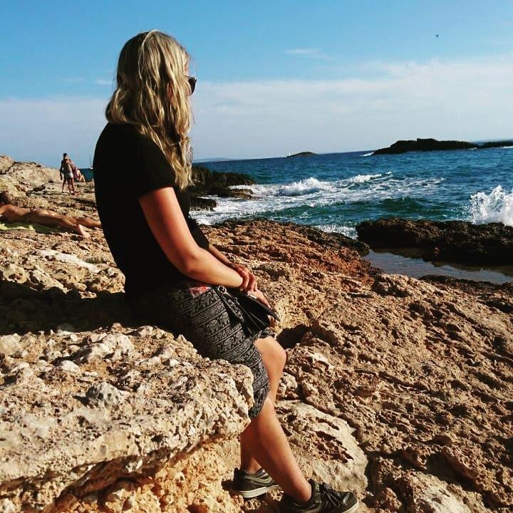 ©L. Baudisch, zugegebenermaßen ist das nicht Barcelona, sondern Ibiza, aber an diesem Ort und zu dieser Zeit, als das Foto entstand, traf ich die Entscheidung, in Deutschland die Brücken abzubrechen und alles hinter mir zu lassen.